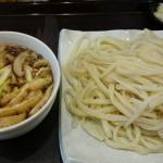 元祖 武蔵野うどん 幸(こう)@経堂 きのこたっぷりのきのこ汁をいただく。きのこ好きにはたまらない1杯。