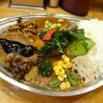 プーさん@武蔵小金井 スパイスのガッツリ効いた一風変わった野菜カレーをいただく。