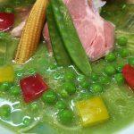 めん屋 平右衛門@東小金井 グリーンピースを使った「冷やしピースらーめん」をいただく。これめっちゃ緑!