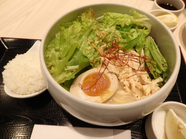 鶏白湯らーめん自由が丘蔭山(武蔵村山)の「野菜いっぱい鶏白湯塩そば」