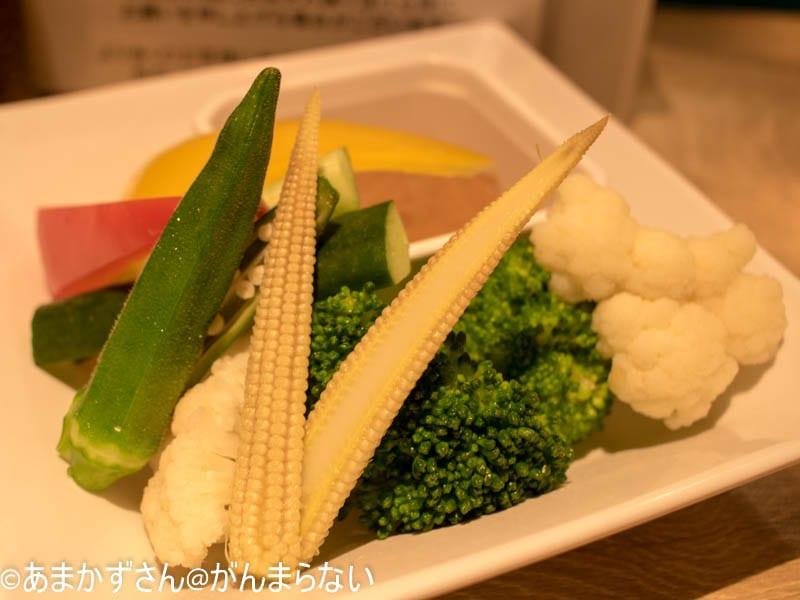 新大阪駅にある赤白のスティック野菜