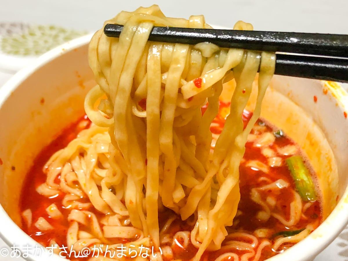 「カップヌードル 激辛味噌 ビッグ」の麺