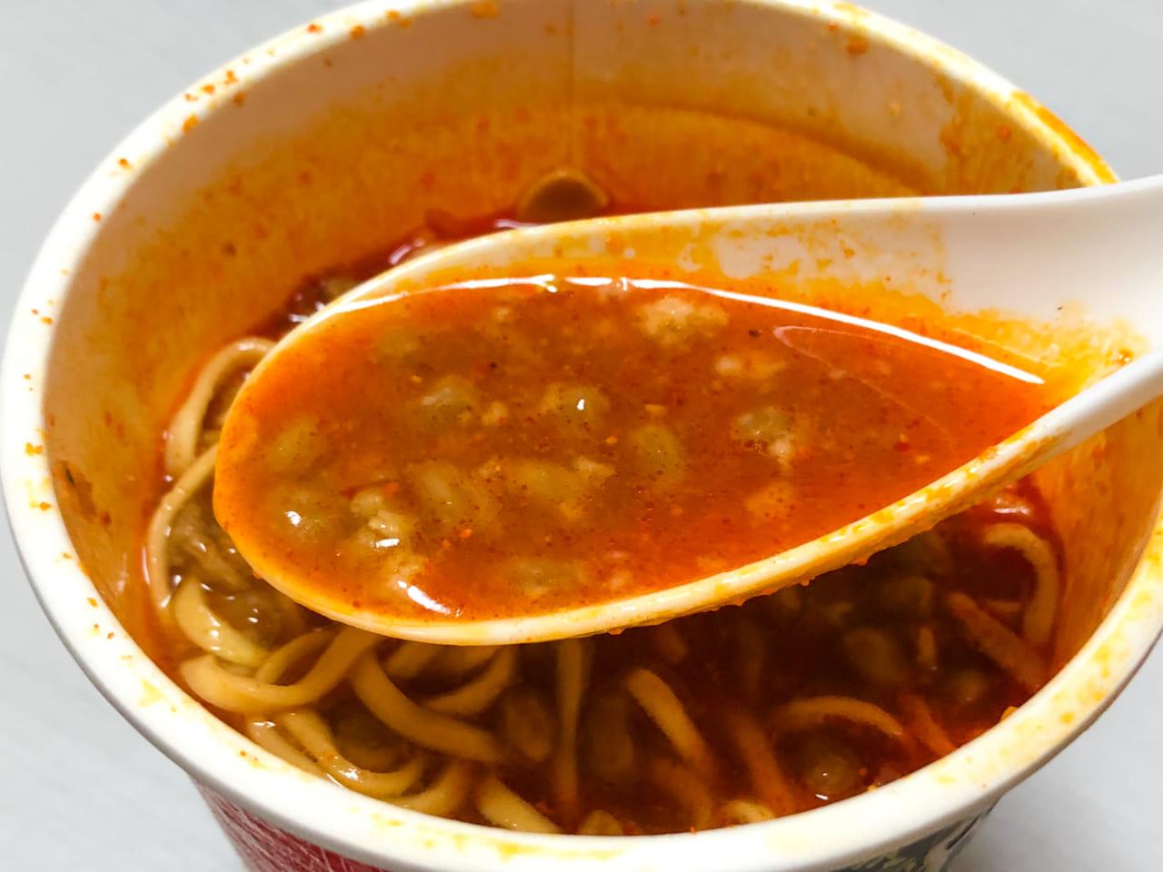 「蒙古タンメン中本 北極ラーメン」と納豆のスープ