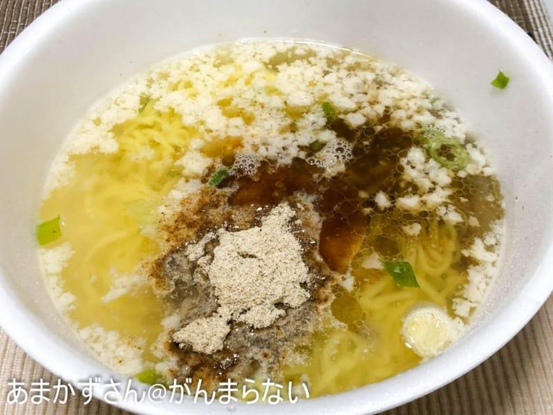 マルちゃん正麺 カップ 濃ニボの仕上げ
