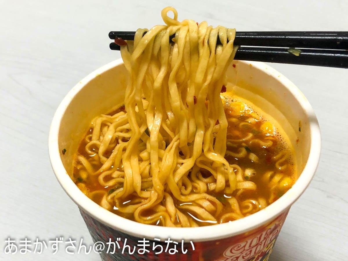カップヌードル 激辛味噌 ビッグの麺